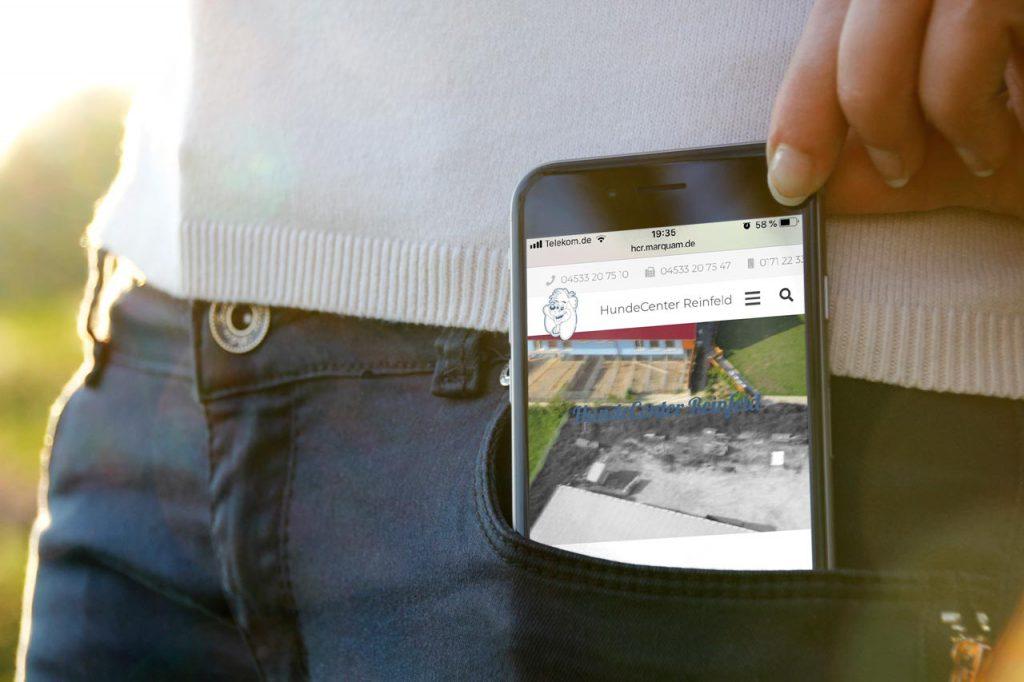 Internetseite des HundeCenter Reinfeld auf einem Smartphone